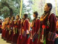 Kalmičke žene plešu